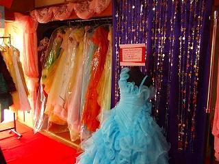 ドレス展示.jpg