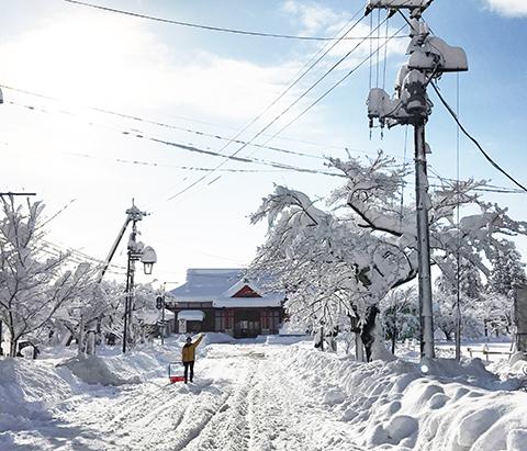 ブログ 弥彦駅雪景色.jpg