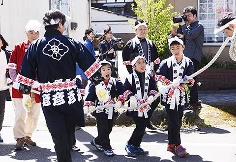 湯かけ祭り 弥彦 駅.jpg